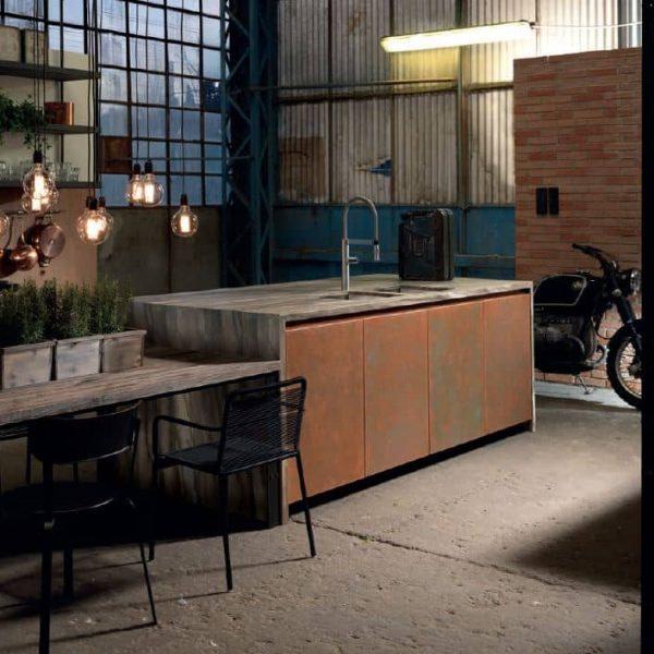Factory mit Motorrad